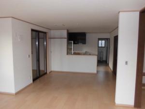 近鉄の注文住宅 奈良県 和の邸宅 理文具よりダイニングキッチンを望む